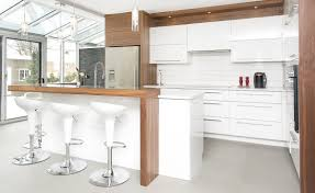 cuisine contemporaine blanche et bois cuisine contemporaine armoires novaro cuisines et salles de