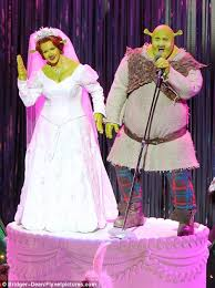 shrek musical starring amanda holden scenes