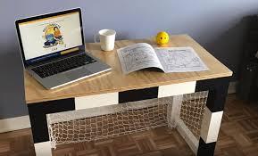 fabriquer bureau enfant tutoriel construire un bureau cage de ou hockey