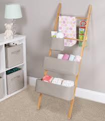 etagere pour chambre bebe 17 astuces pour aménager ranger décorer la chambre de bébé