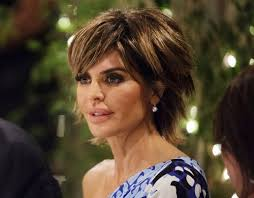 lisa rinna tutorial for her hair lisa rinna calls the rhobh cast in the htons ridiculous and