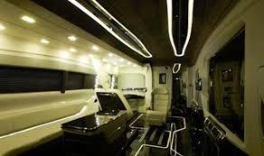 New Vanity Shah Rukh Khan Buys New Vanity Van Worth Rs 4 Crore India Com