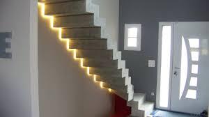 ruban led escalier led pour les escaliers voici 20 idées déco pour vous inspirer