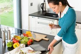 tablette recette de cuisine cuisson de cuisine de recette de tablette du relevé de femme