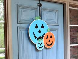10 funny and cute diy halloween wreaths diy