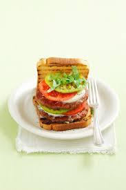 Italienische Schlafzimmerm El Hersteller Italienische Burger Mit Beef Tomate Und Mozzarella Rezept Eat