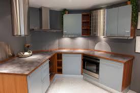 cuisine bleu clair cuisine en bois bleu clair de conception à la mode moderne image