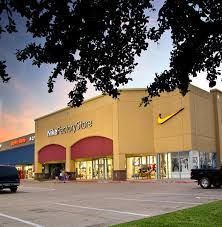 tanger outlets terrell hours