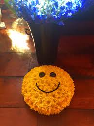 Smiley Face Vase Vase Arrangements Colonial Flower Shop Ronkonkoma Ny
