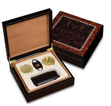 cigar gift set craftsman s bench manhattan 25 cigar humidor gift set