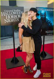 chance halloween horror nights actress cody christian u0026 ty simpkins keep it cool at universal studios