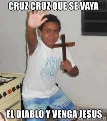 Cruz Meme - cruz cruz que se vaya el diablo y venga jesus scared kid holding a
