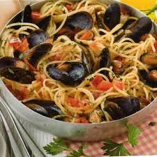 cuisiner moule spaghetti avec des moules à la tarantine cuisine plurielles fr
