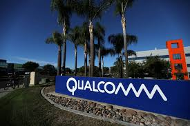 bid 4 it qualcomm raises bid for nxp to 44 billion wsj