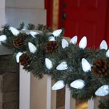 Lighted Outdoor Christmas Displays by Tips For Hanging Outdoor Christmas Lights Glennstone Roofing