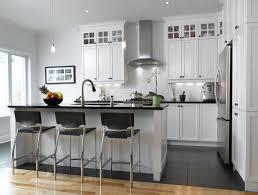 cuisine en blanc blanc un retour cuisine bois quartz