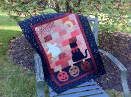 sentimental stitches fright night halloween quilt