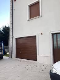 porta sezionale porta sezionale in similegno ciliegio con porta affiancata e