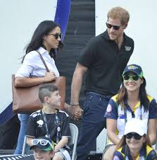 meghan markle and prince harry canoodling invictus games