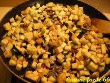 cuisiner aubergine a la poele fricassée de légumes d été oignon courgette aubergine tomate