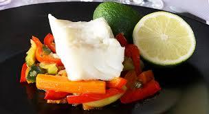cuisine vapeur recettes minceur plat minceur dos de cabillaud vapeur sur un wok de légumes thaï