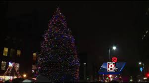 Put Lights On Christmas Tree by Weather Doesn U0027t Put Damper On Portland Christmas Tree Lighting