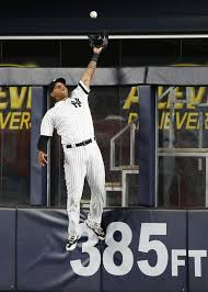 aaron hicks makes a spectacular catch in yankees return off of dl
