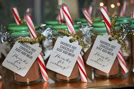 hot cocoa favors diy peppermint hot chocolate party favors how sweet this is