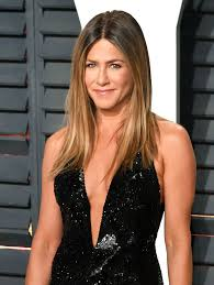 what is the formula to get jennifer anistons hair color jennifer aniston hair colorist on her blonde color trends