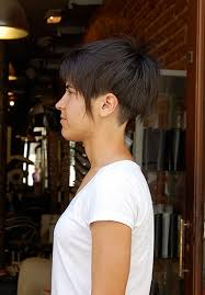 cropped hairstyles with wisps in the nape of the neck for women perfect haircut for summer rough cut undercut bell shaped bob