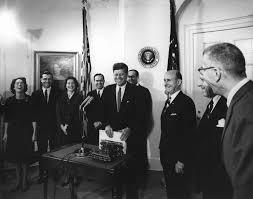ar7022 a president john f kennedy receives woodrow wilson u0027s