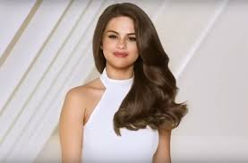 acura commercial actress singing selena gomez drives latin fans crazy by speaking spanish in a