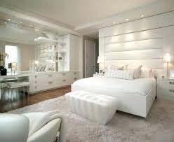 chambre blanche et chambre blanche et taupe deco chambre blanche chambre adulte blanche
