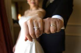 my wedding ring should i wear my engagement ring during the wedding ceremony