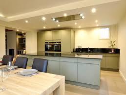 faux plafond design cuisine cuisine design avec îlot central modèle