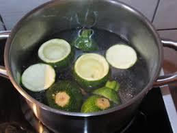 cuisiner de la courgette courgettes rondes farcies au taboulé pour ceux qui aiment cuisiner