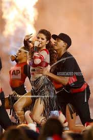 selena gomez performs at the dallas cowboys halftime show on