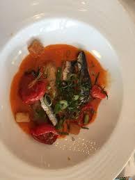 cuisiner des filets de sardines fraiches filets de sardines grillées gaspacho de tomates fraîches et cébette