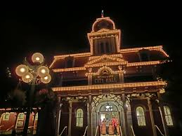 file hk disneyland usa main street halloween night shop lighting