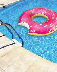 maxi pad pool float has the internet laughing simplemost