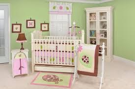 chambre b b vert chambre enfant chambre bébé fille murs vert pâle accents roses