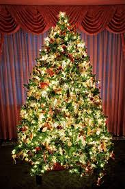 100 professionally decorated trees remodelaholic
