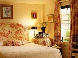 Damask Bedroom Decorating Ideas Bedroom Enchanting Women Bedroom Themes Ideas With Brown Damask