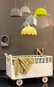 abat jour chambre bebe dossier décorer la chambre de bébé mobiles guirlandes etc