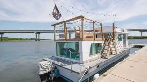 airbnb houseboats you can rent this houseboat in charleston south carolina coastal