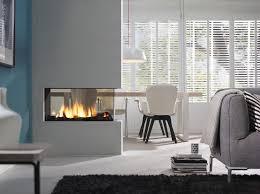 gasstook gesloten haard gebruikt als room divider met doorkijk