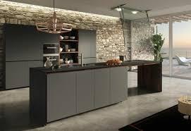 cuisine mur et gris cuisine gris anthracite 56 idées pour une cuisine chic et moderne