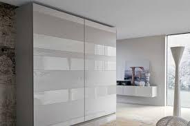 armadio con ante in vetro come scegliere gli armadi con ante in vetro o a specchio