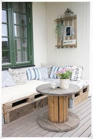 lit avec des palettes des palettes en bois et de la créativité roselia gardenroselia