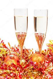 decorazioni bicchieri bicchieri di vino alle decorazioni di natale giallo foto stock